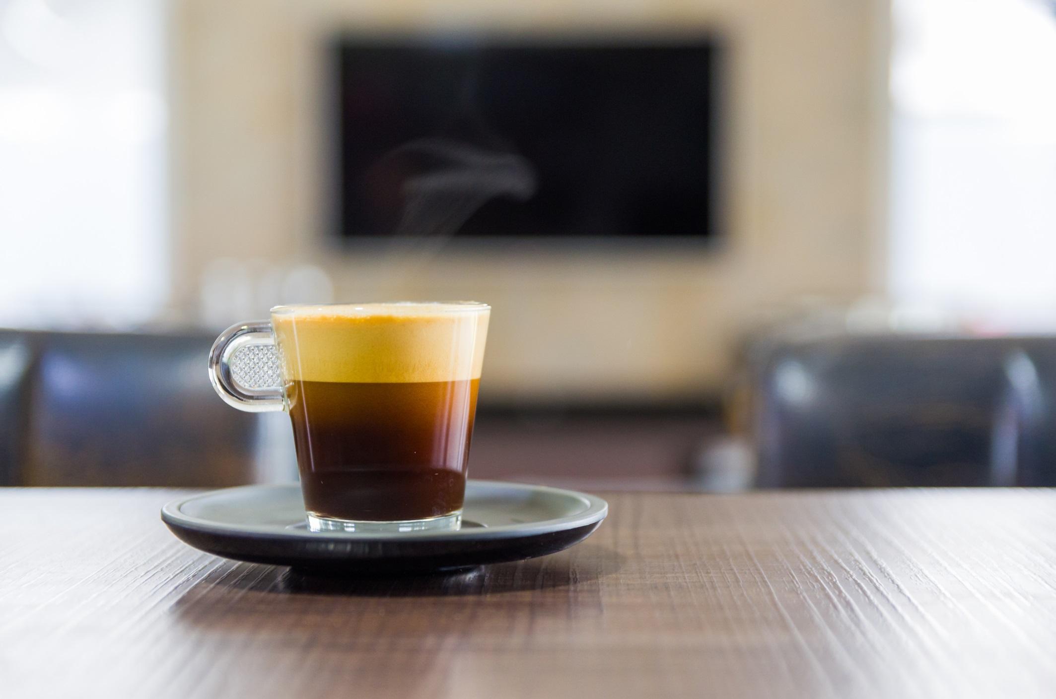 <p><strong>Хора с глаукома</strong></p>  <p>Според скорошно проучване вътреочното налягане се увеличава за тези с глаукома, когато консумират кафе, така че се препоръчва да се ограничи/избягва приемът му, но са необходими повече изследвания в тази посока.</p>