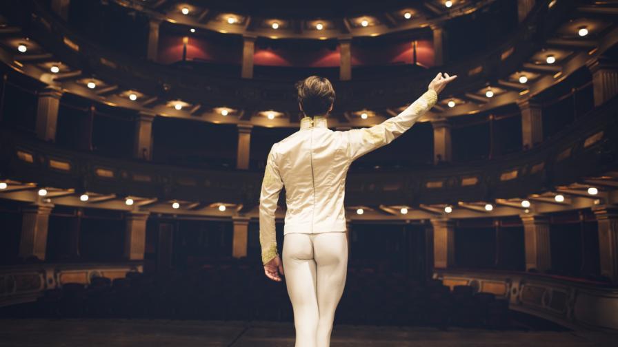 <p>Уволниха балетиста, който излезе с медицинска маска на сцената</p>
