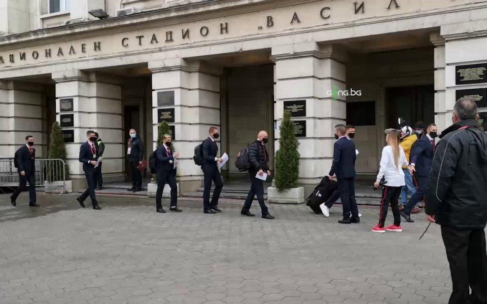 """Вижте пристигането на българския тим на стадион """"Васил Левски"""" преди"""