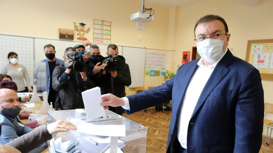 Ангелов: Не очаквам пик на пандемията след днешния изборен ден
