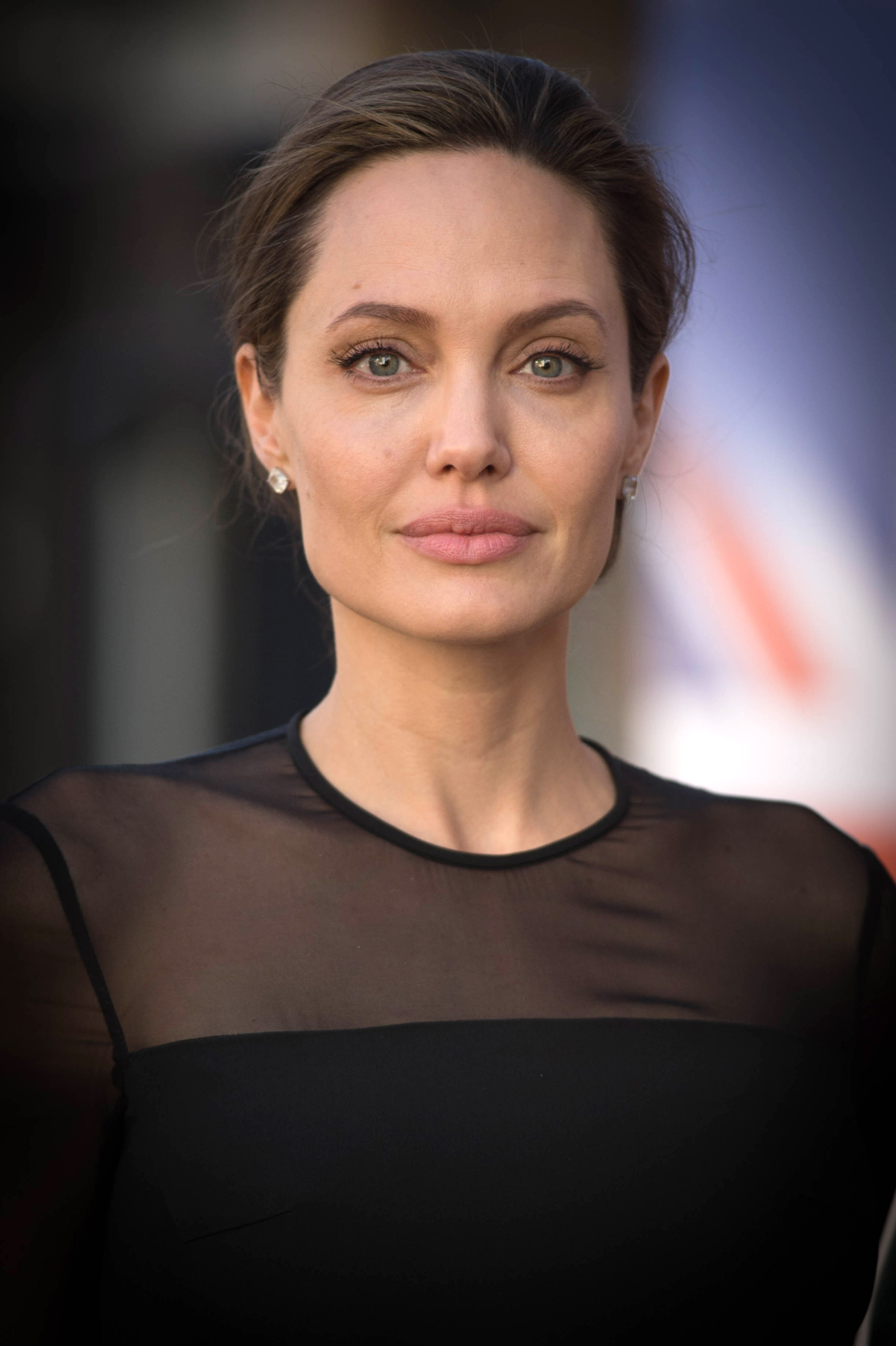 <p><strong>Анджелина Джоли</strong>&nbsp;- до края на снимачния процес на емоционалната драма &bdquo;Подмяната&ldquo; актрисата&nbsp;пази бременността си в тайна. Нейната героиня във филма всъщност губи своето дете и се сблъсква с много неприятни емоции за всяка майка. Близнаците Вивиан и Нокс на Анджелина Джоли и Брад Пит се раждат месеци преди премиерата на филма.</p>