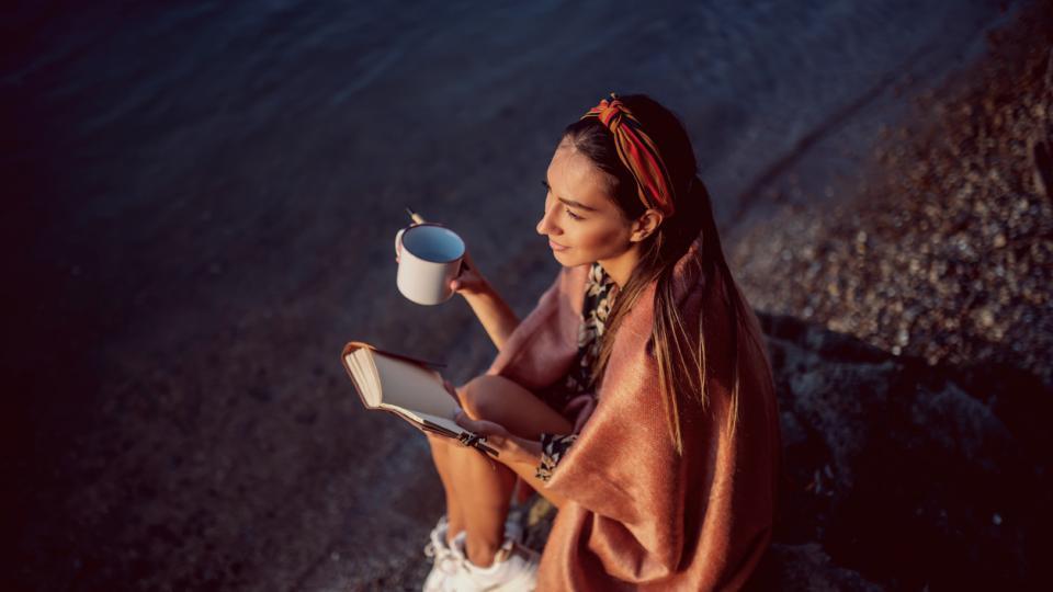 жена кафе бряг тефтер