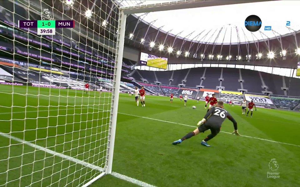 Тотнъм откри резултата срещу Манчестър Юнайтед в 40-ата минута. Джовани