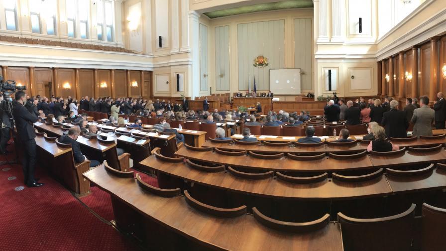 """Новоизбраният парламент прие оставката на кабинета на Бойко Борисов със 156 гласа """"за""""."""