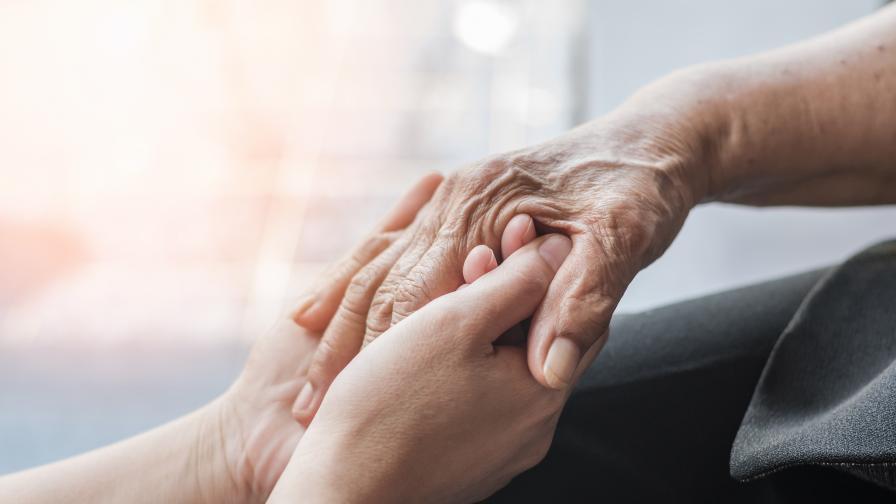 70-годишната жена остана без дом, нуждае се от помощ