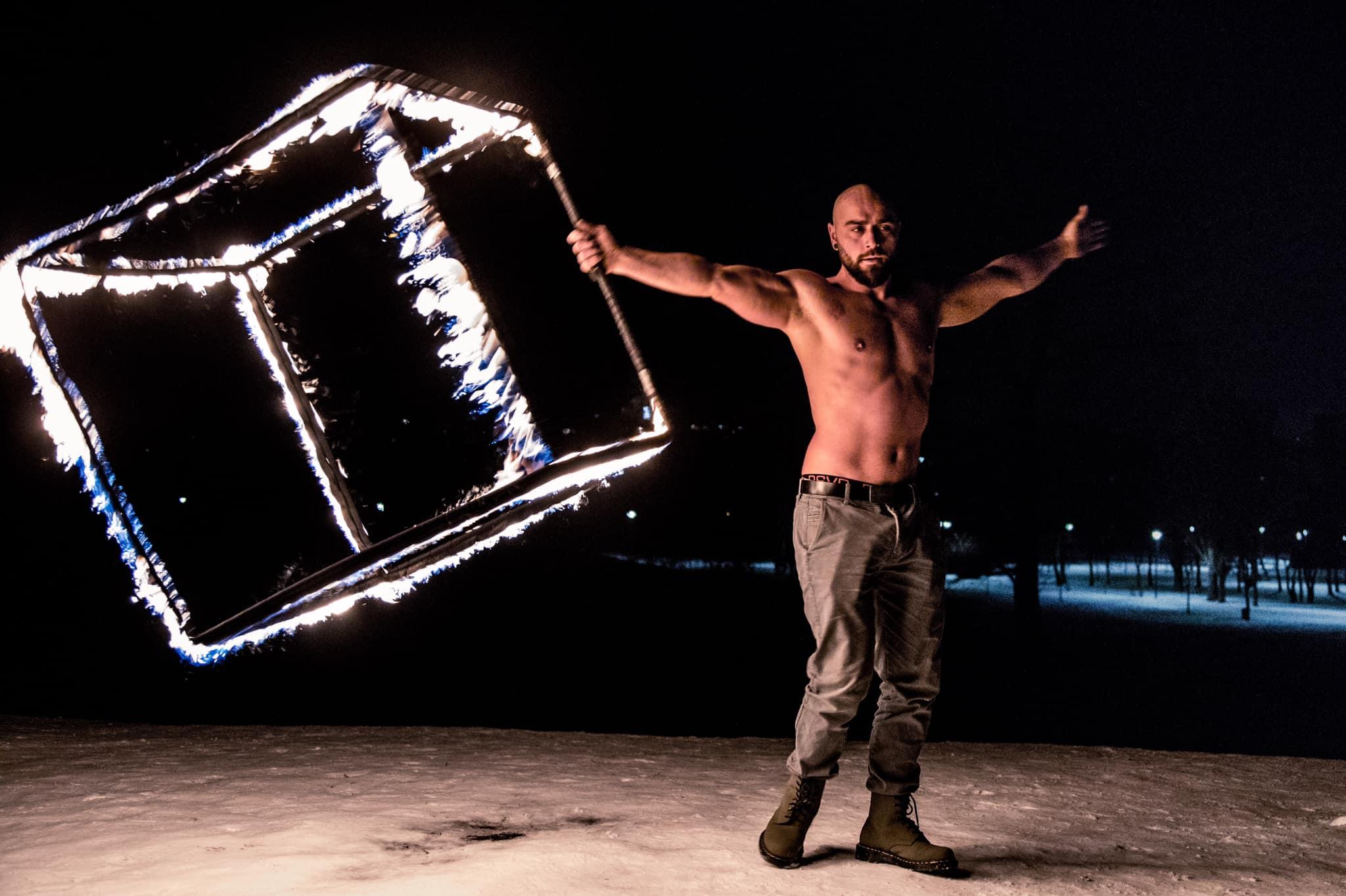 <p>&quot;Огънят е приятел, но и враг и балансът е точно в тънкия момент, където живее изкуството&ldquo;, казва Пламен Петков.</p>
