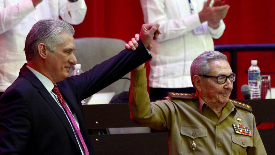 Мигел Диас-Канел и Раул Кастро