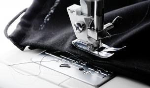 DW: Колко струват евтините дрехи, които купуваме