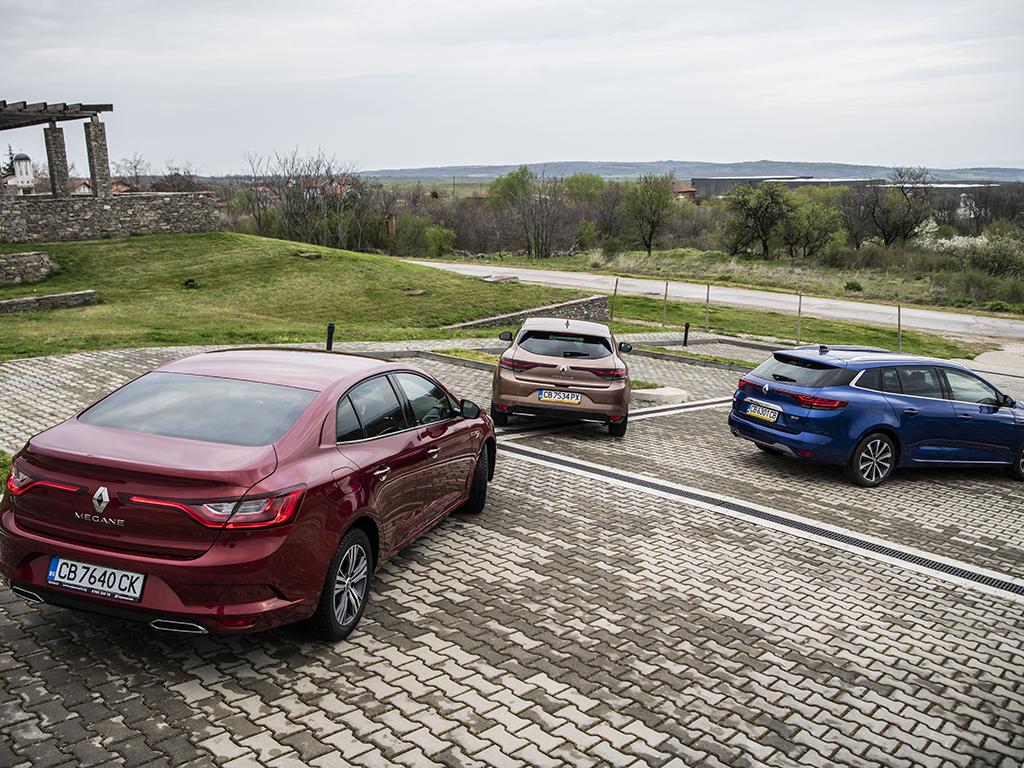 """Megane се предлага в три каросерии (хечбек, комби [Grandtour] и седан), а за най-запалените автомобилни фенове има и версии R.S. и R.S. Trophy (с по 300 """"коня"""" и завиващи четири колела). Бензиновите двигатели са три, дизелът един, които може да се комбинират с механична или 7-степенна EDC трансмисия. Електрификация? Разбира се, имаме плъг-ин модификация, а към края на годината ще видим изцяло новия електрически Megane, който миналата година бе показан във формата на концептуалния Megane eVision."""
