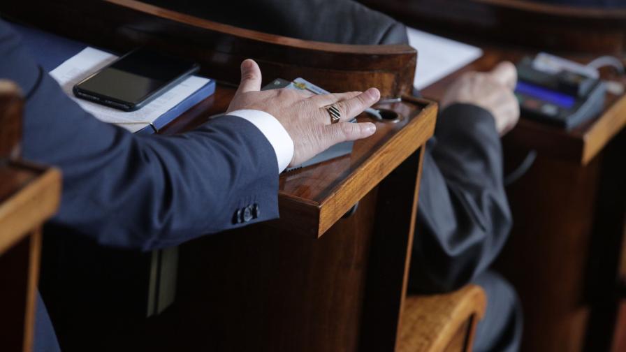 <p>Кой провали заседанието на парламента днес</p>