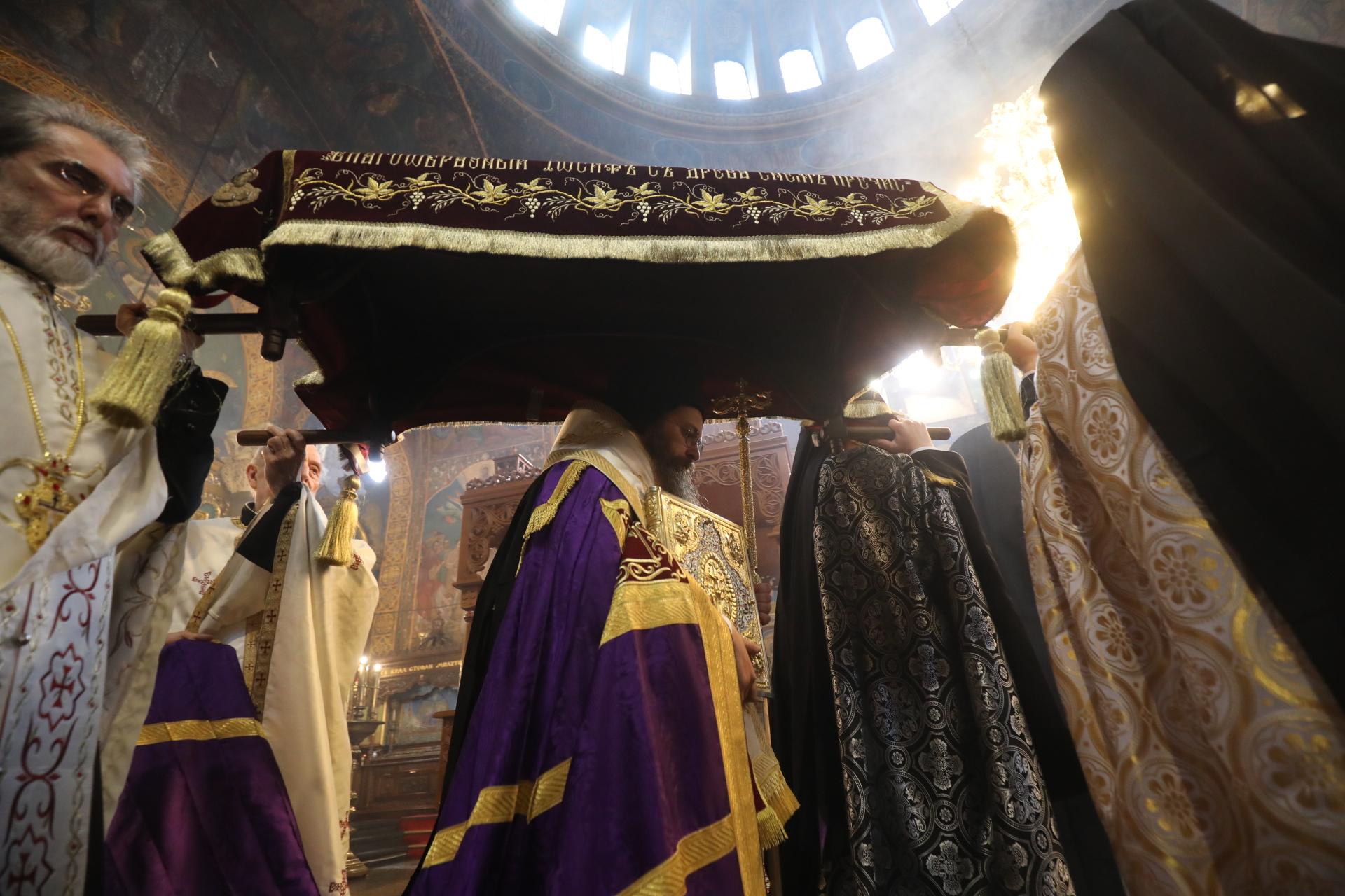 <p>Служба в Света Неделя на Разпети Петък</p>