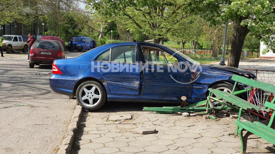 Кола се вряза в група деца, две са пострадали тежко