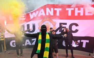 Извънредно: Фенове на Ман Юнайтед нахлуха на Олд Трафорд преди дербито с Ливърпул (видео + снимки)