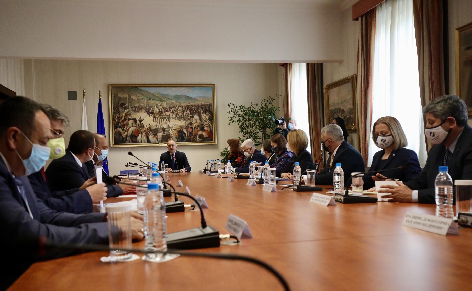 <p>Консултации при президента с парламентарно представените сили за състава на ЦИК</p>