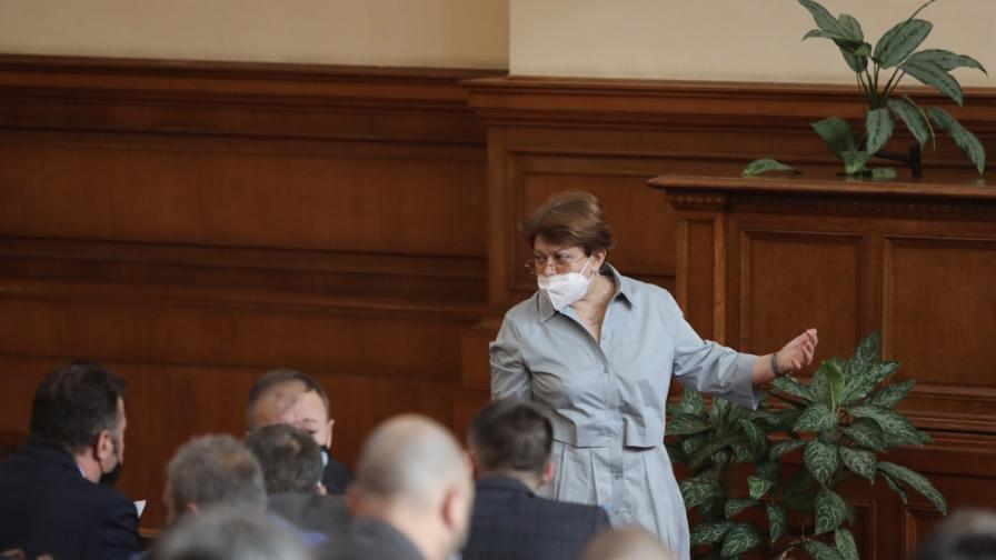 Скандал заради маската на Хаджигенов в НС