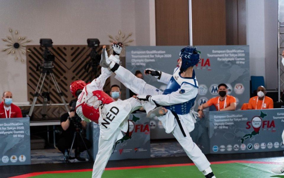 България стартира с победа и загуба олимпийските квалификации