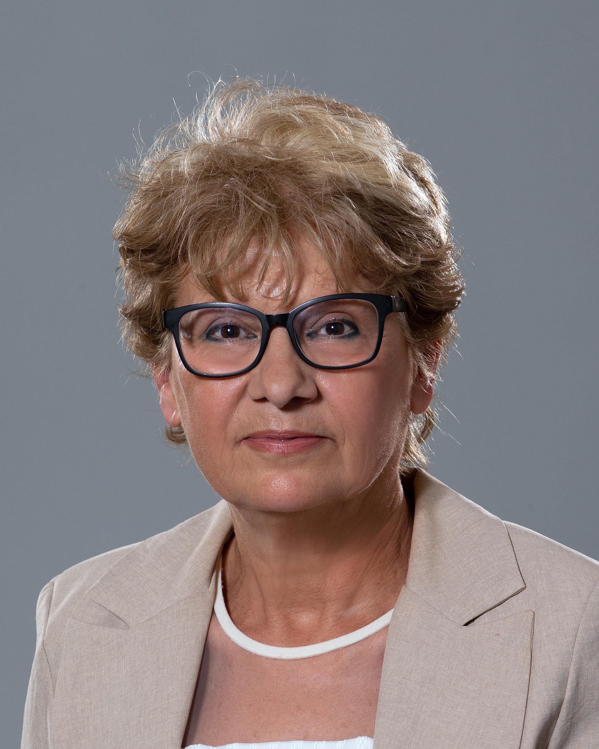 <p>Виолета Колева Комитова - служебен министър на регионалното развитие и благоустройството</p>  <p><br /> &nbsp;</p>