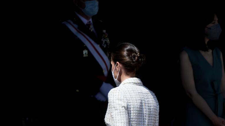 Кралица Летисия в бяла рокля отпреди 15 години