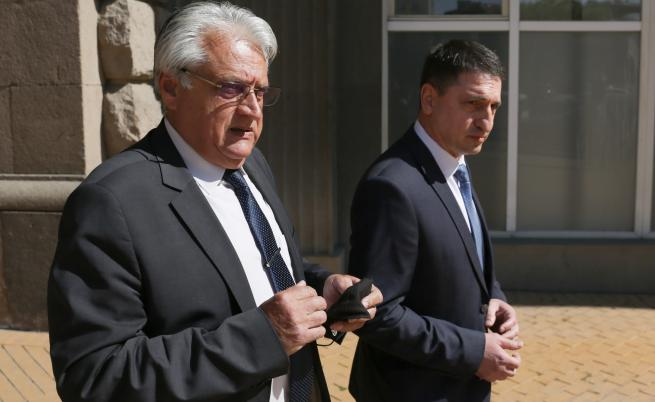 Служебният вътрешен министър Бойко Рашков с досегашния - Христо Терзийски