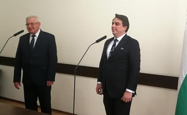 Служебният министър на финансите Асен Василев прие поста от Кирил Ананиев