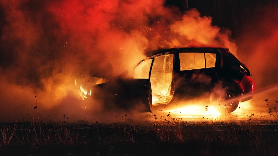 <p>Кола се самозапали, дете се бори за живота си</p>