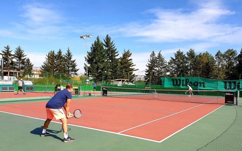 През уикенда стават ясни шампионите в седмия чалънджър на Интерактив тенис