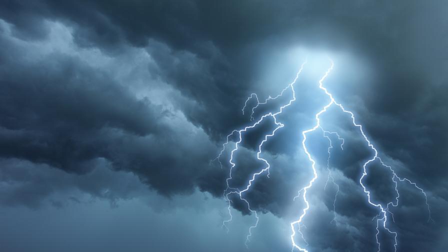 Промяна на времето: Къде ще има гръмотевични бури