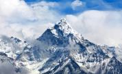 Китай спира експедициите до връх Еверест от своята територия