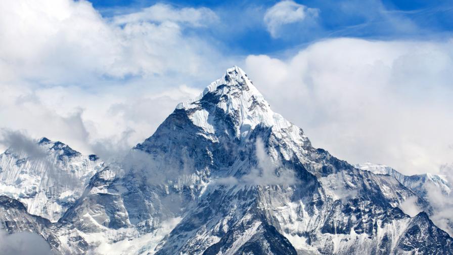 <p>Китай спира експедициите до връх Еверест&nbsp;&nbsp;</p>
