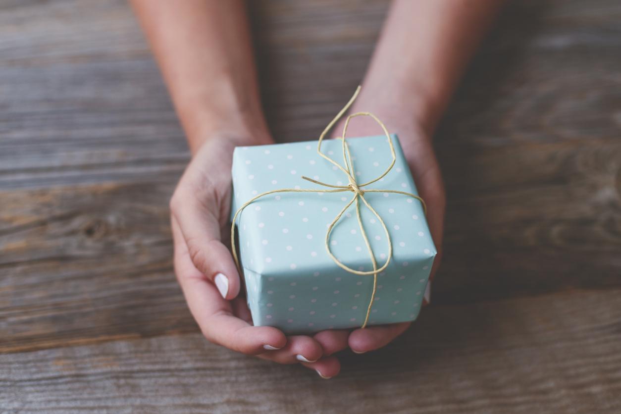 <p><strong>Козирог </strong>-&nbsp;Подходящи подаръци са всички, които няма да изгубят стойността си във времето, даже напротив &ndash; ще стават все по-ценни. И ако антикварните реликви и кюлчетата злато не са ви по джоба, то насочете се към ръкавици или портфейл от хубава кожа.</p>  <p>&nbsp;</p>
