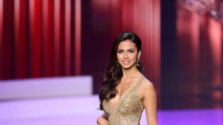 """Кандидатките за """"Мис Вселена 2021"""" дефилират с вечерни рокли"""