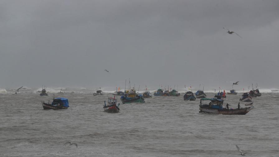 Циклонът Тауктае: 127 души в неизвестност, жертви и евакуирани
