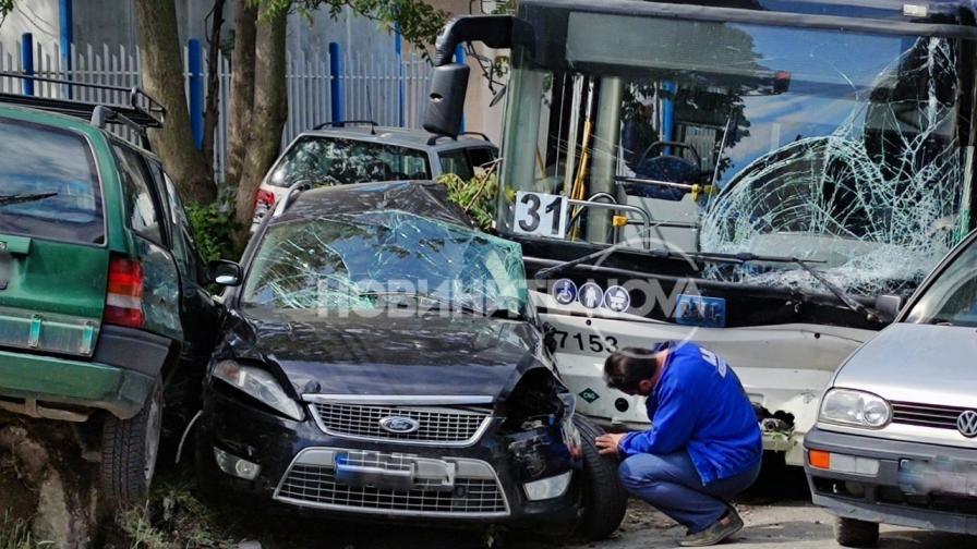 <p>Чия е вината за катастрофата с автобус на градския транспорт в София</p>