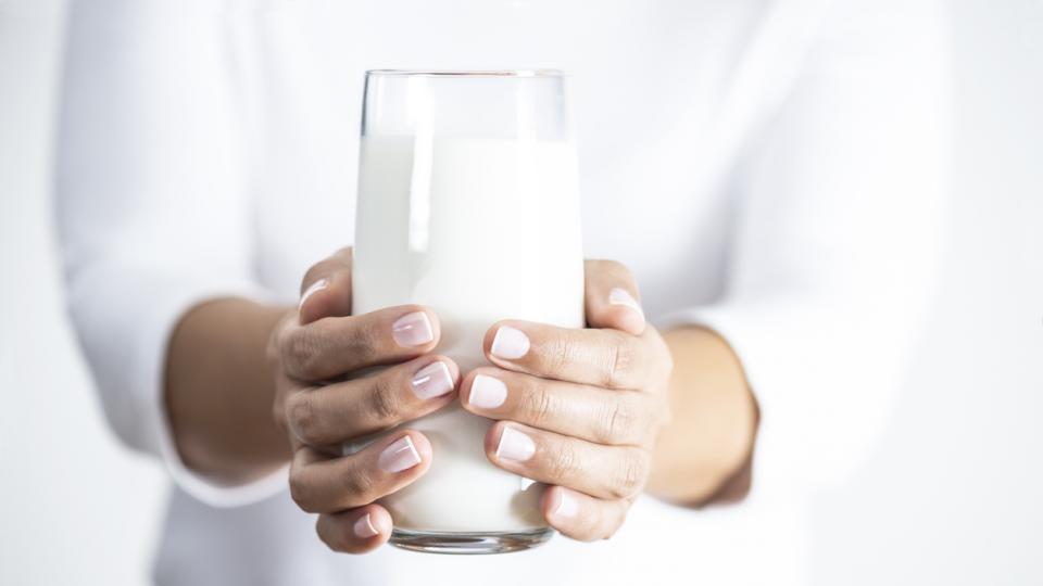 прясно мляко чаша