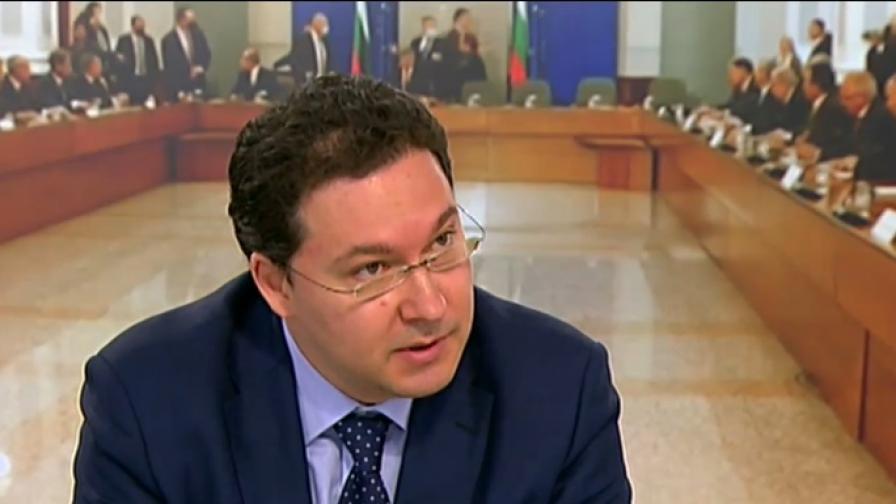 Митов: В България се извършва преврат