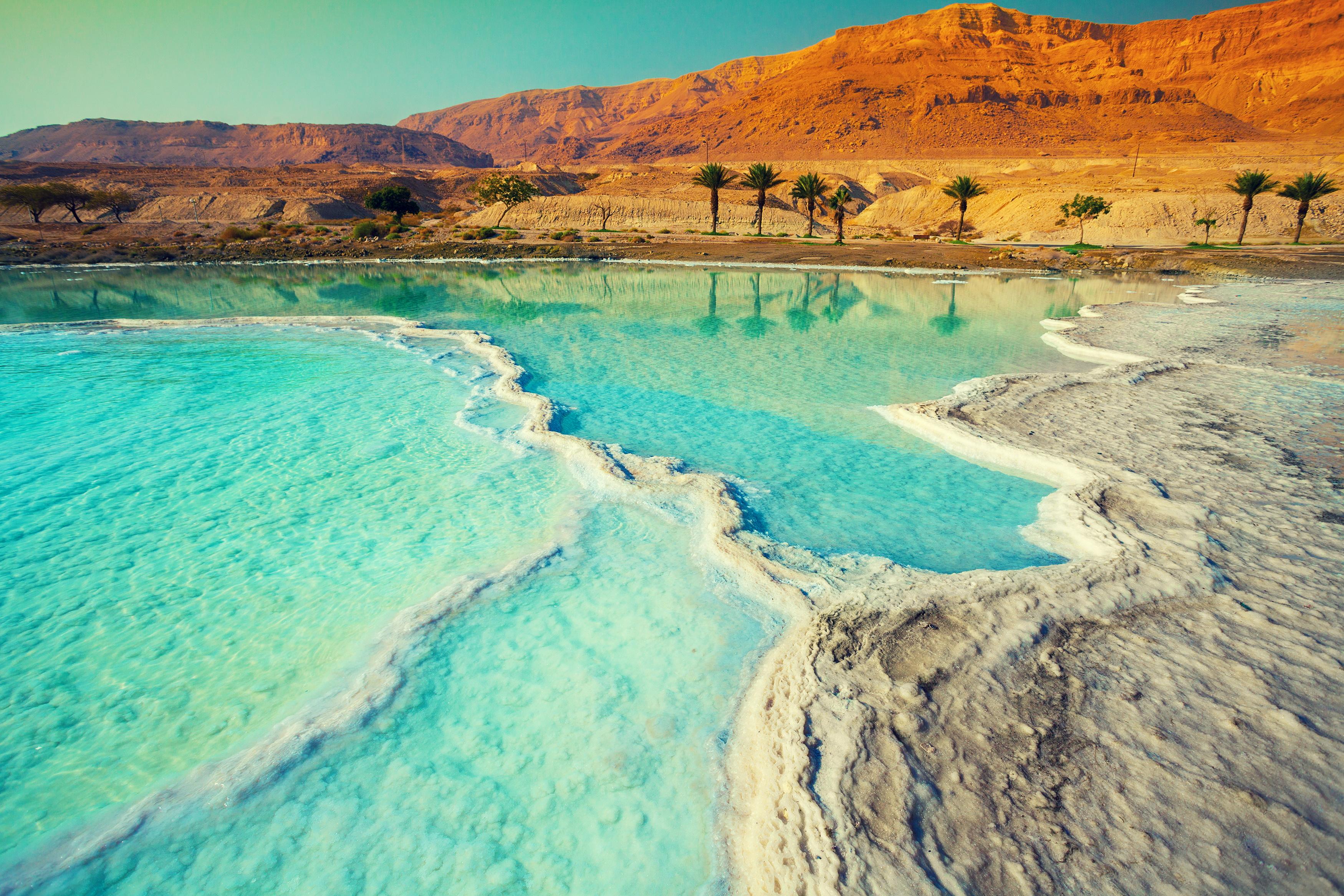 <p><strong>Мъртво море</strong></p>  <p>Нивото на Мъртво море спада с поне един метър на година. Експертите се опасяват, че то ще изчезне напълно, ако хората продължат да отклоняват потока на река Йордан &ndash; единственият източник на вода в Мъртво море.</p>