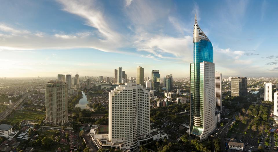 <p><strong>Джакарта, Индонезия</strong></p>  <p>Столицата на Индонезия – културен, икономически и политически център – дом на над 10 млн. души, потъва с един от най-бързите темпове в света. Големи част и от града може да изчезнат до 2050 г.</p>