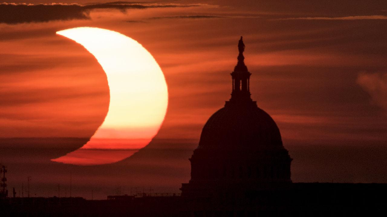 <p>Частичното слънчево затъмнение във Вашингтон</p>