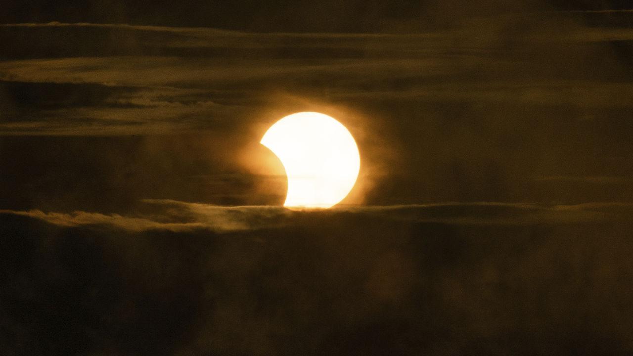 <p>Частичното слънчево затъмнение в Питсбърг</p>