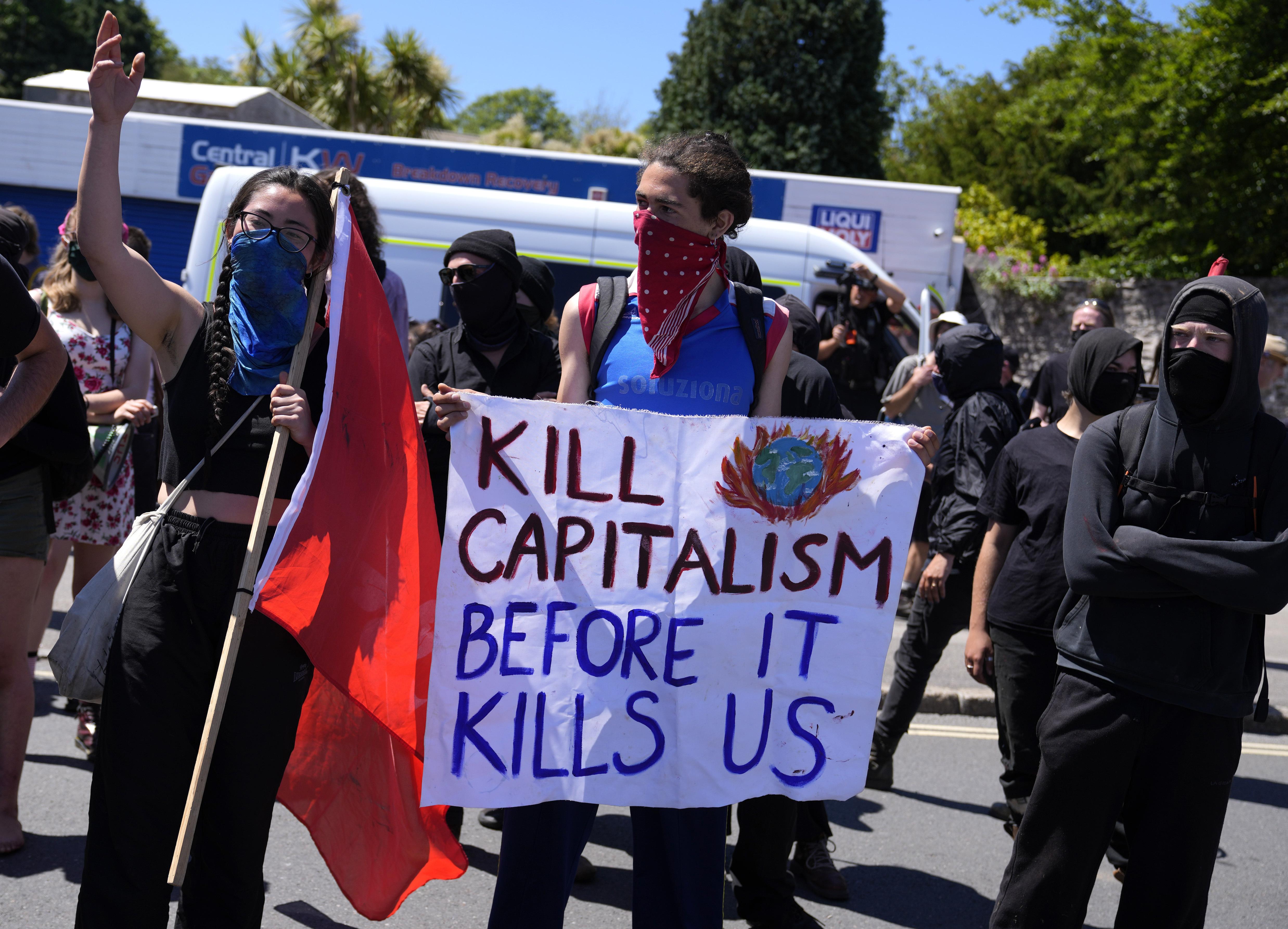 <p>Протестиращи с демонстрации по време на срещата на Г-7</p>