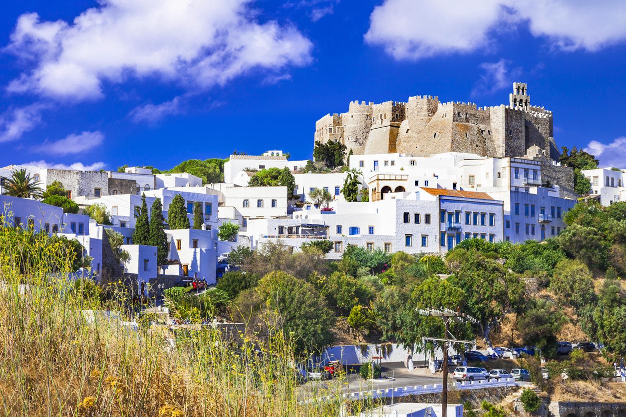 <p>Патмос - той е най-малкият от Додеканезите &ndash; група от дванайсет гръцки острова, част от Южни Споради</p>