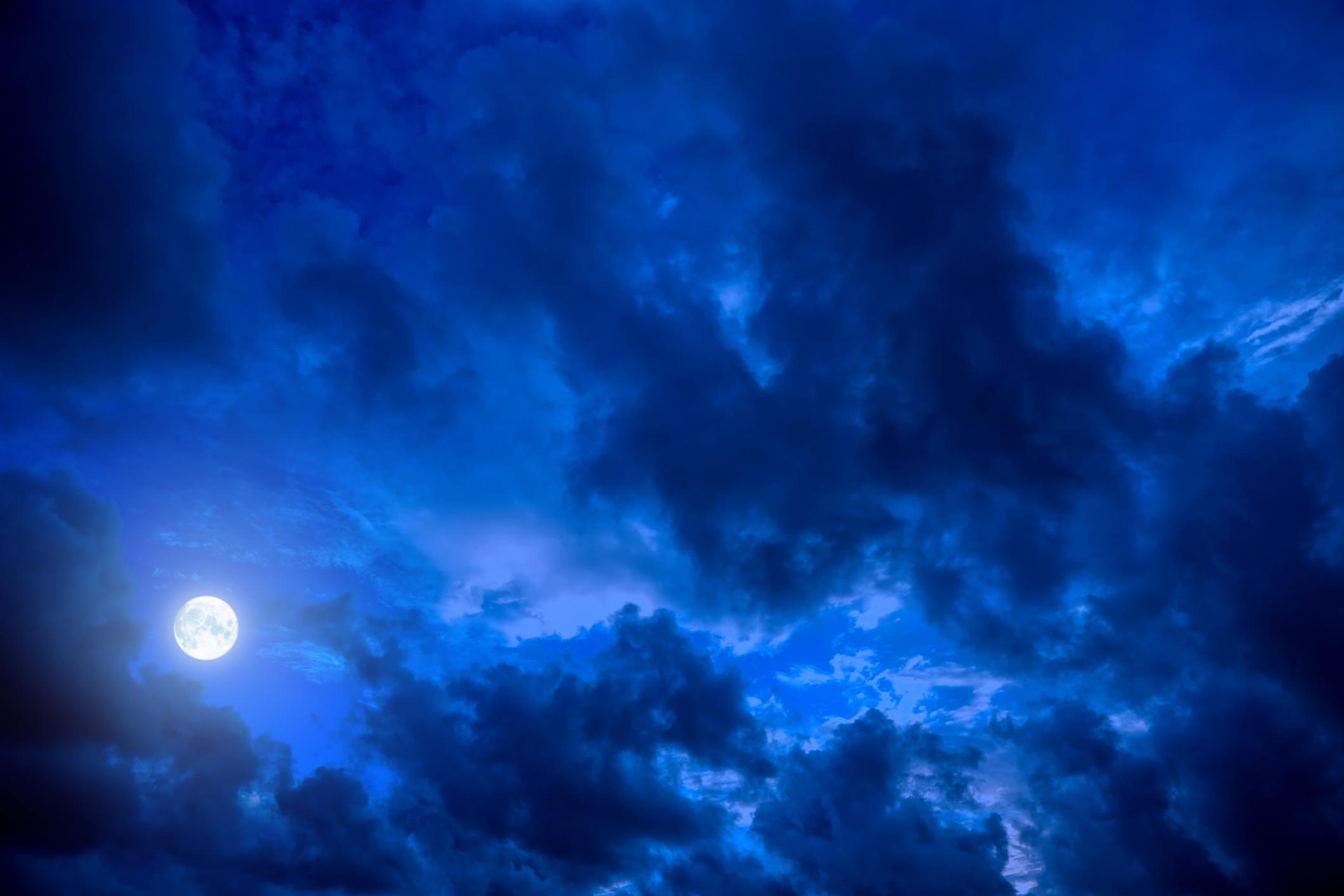 <p><strong>Ch&rsquo;en (2 януари &ndash; 21 януари)</strong></p>  <p><u>Значение: черна буря, черно небе, луна, запад</u></p>  <p>Хората, родени под този знак, са нощни птици и всичко свързано с нощта е добър символ за тях. Нощните животни, полускъпоценните камъни като лунен камък или нощното небе &ndash; вие черпите енергия от всичко това. Носете тъмно синьо, черно и сребристо, за да стимулирате въображението и идеите си.</p>