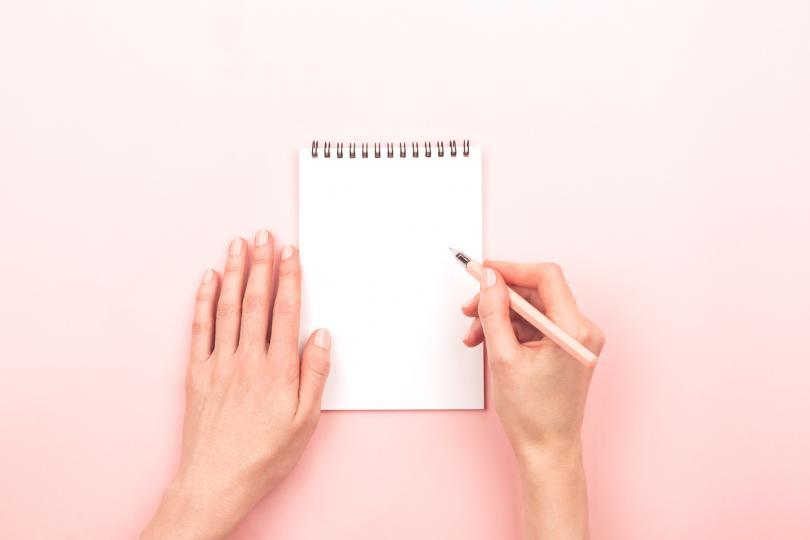 <p>1. Направете карта на емоциите си - изобразете я така, както си я представяте. Тя може да бъде ситуирана като любима ваша храна, дреха, пейзаж, може да е върху ваша снимка или да представлява всичко красиво, с което се отъждествявате.</p>