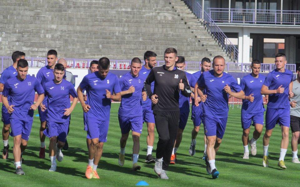 20 футболисти излязоха на първата тренировка от подготовката под ръководството