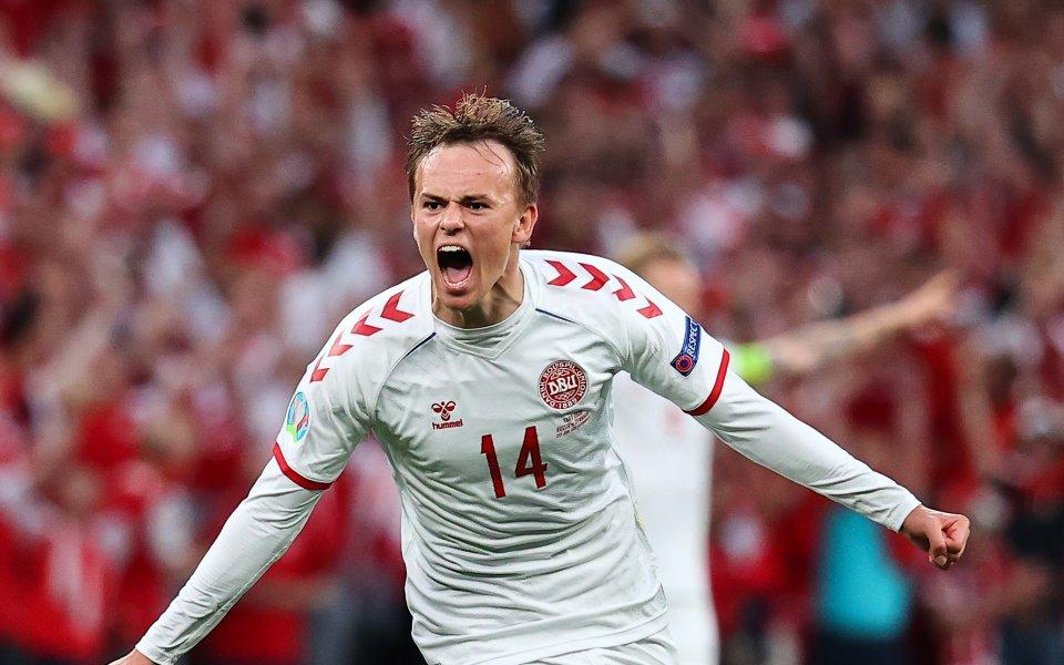 Сериозен интерес към 20-годишния датски национал Микел Дамсгорд проявява Барселона.