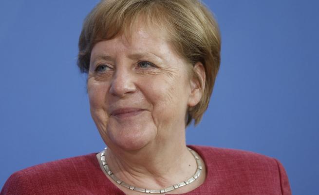 След първа доза AstraZeneca: Ангела Меркел получи втора доза от ваксината на Moderna