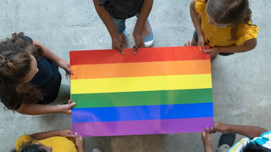 Имат ли място децата на гей парадa (АНКЕТА)