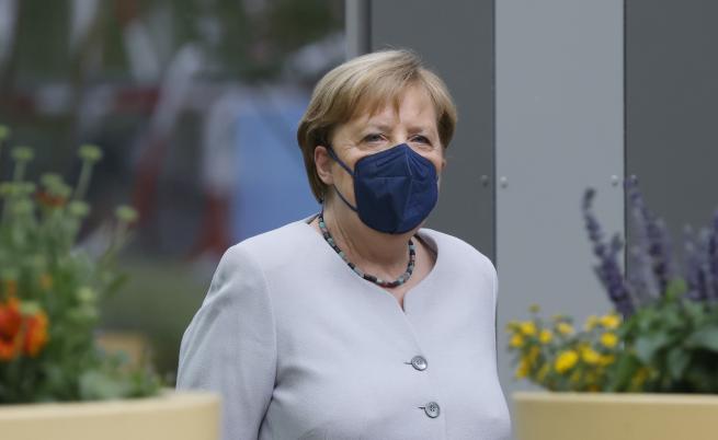 Ето защо Ангела Меркел си постави различни ваксини