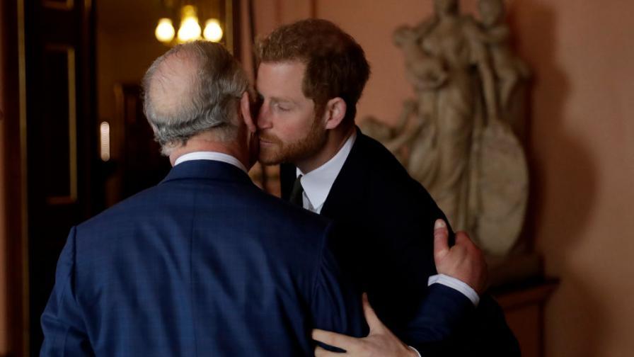 Получавал ли е пари принц Хари от баща си