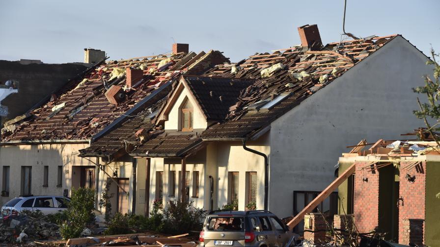 Торнадо в Чехия, има жертви и сериозни...